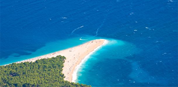 Пляж Золотой Мыс (Zlatni Rat) на острове Брач (Brac)